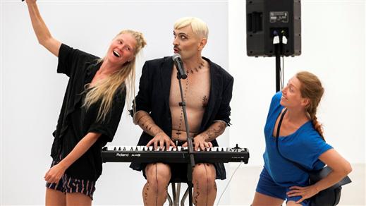 Bild för Revolve: Selfie Concert, Ivo Dimchev  16:30, 2020-05-09, Uppsala konstmuseum, våning 4
