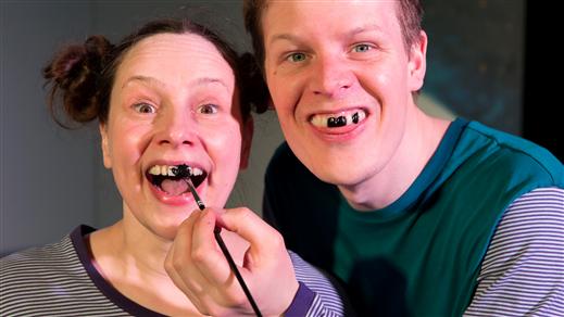 Bild för Tappa tand kl.13, 2018-11-24, Teaterkaféet, Hjalmar Bergmanteatern