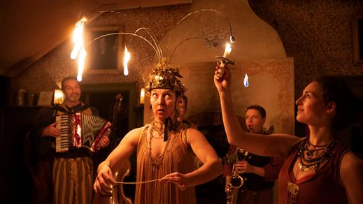 Bild för Teater Sláva på Tonsalen - Midvinterfest, 2019-12-20, Teater Sláva, Tonsalen
