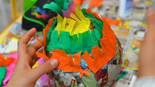 Bild för Piñataworkshop med Katia Ibarra, 2020-11-01, Världskulturmuseet