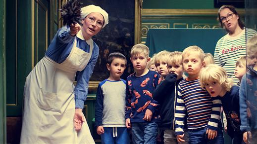 Bild för Dramatiserad familjevisning - Husan Anna berättar, 2020-02-02, Hallwylska museet