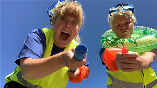 Bild för Badpoliserna i parken med Happy Shake kl 15:30, 2020-08-29, Dalaborgsparken, Vänersborg