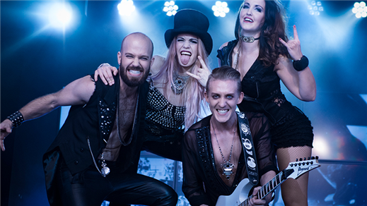 Bild för Golden Hits - Rockshowen, 2018-04-13, Golden Hits, En trappa upp